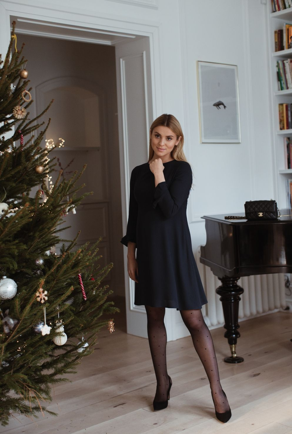 Look Of The Day Christmas Eve And Wishes Chic Christmas Outfit Minimal Chic Style Christmas Eve Outfit