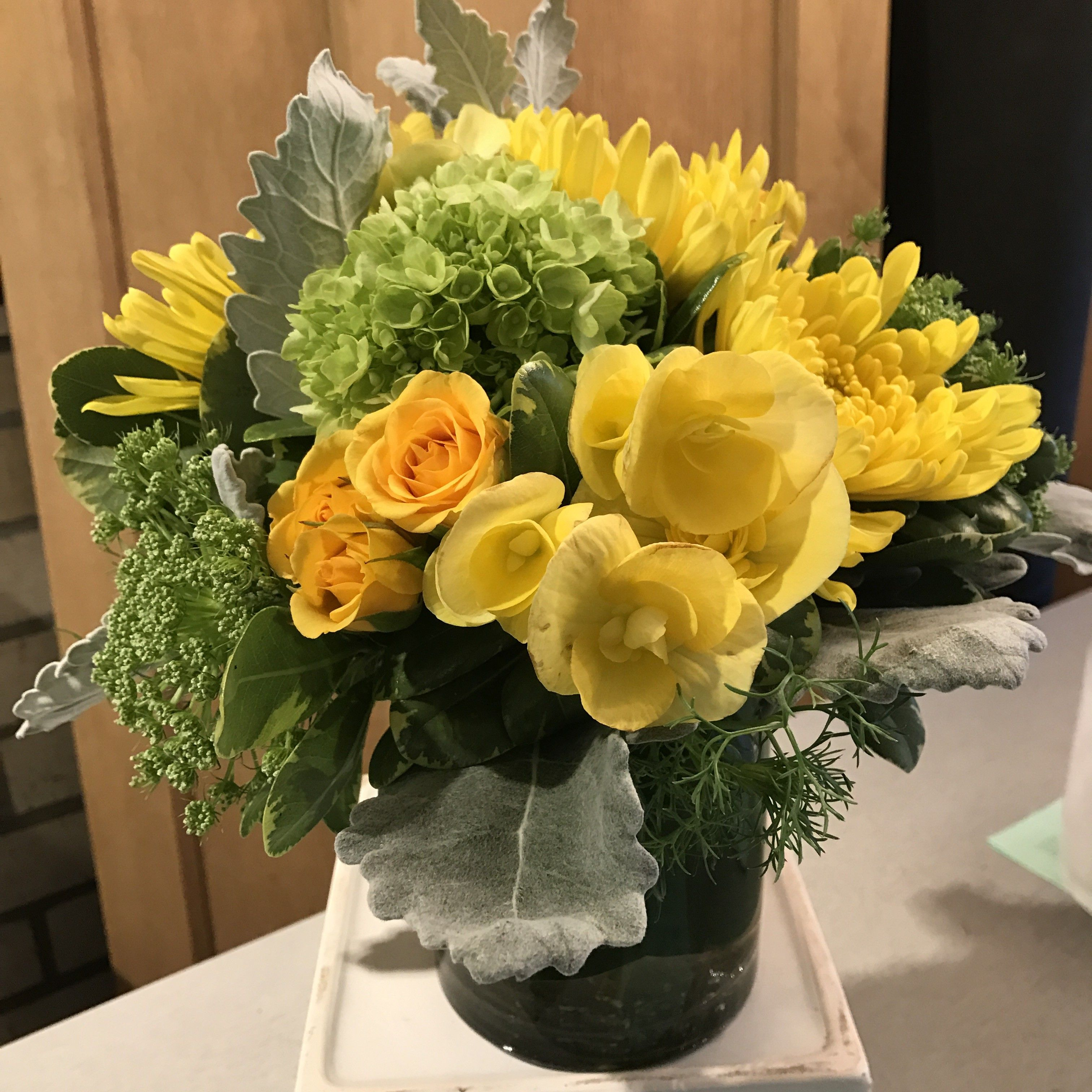 Small Desk Or Bedside Table Florals In Seattle Wa Fiori Floral Design Floral Floral Arrangements Small Desk
