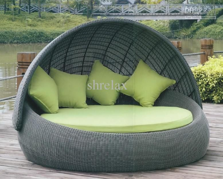 outdoor round bed sofa of garden furniture with comfortable cushion and pillow from shrelax52147 - Circle Beds Furniture
