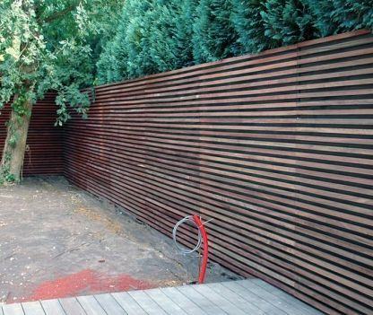 Houten gevelbekleding omheining tuin pinterest houten gevelbekleding gevelbekleding - Bassin tuin ontwerp ...