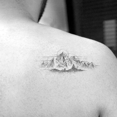 Photo of 60 Wandertattoos für Männer – Outdoor Trek Design-Ideen – Grizzly Tattoo – #Design …