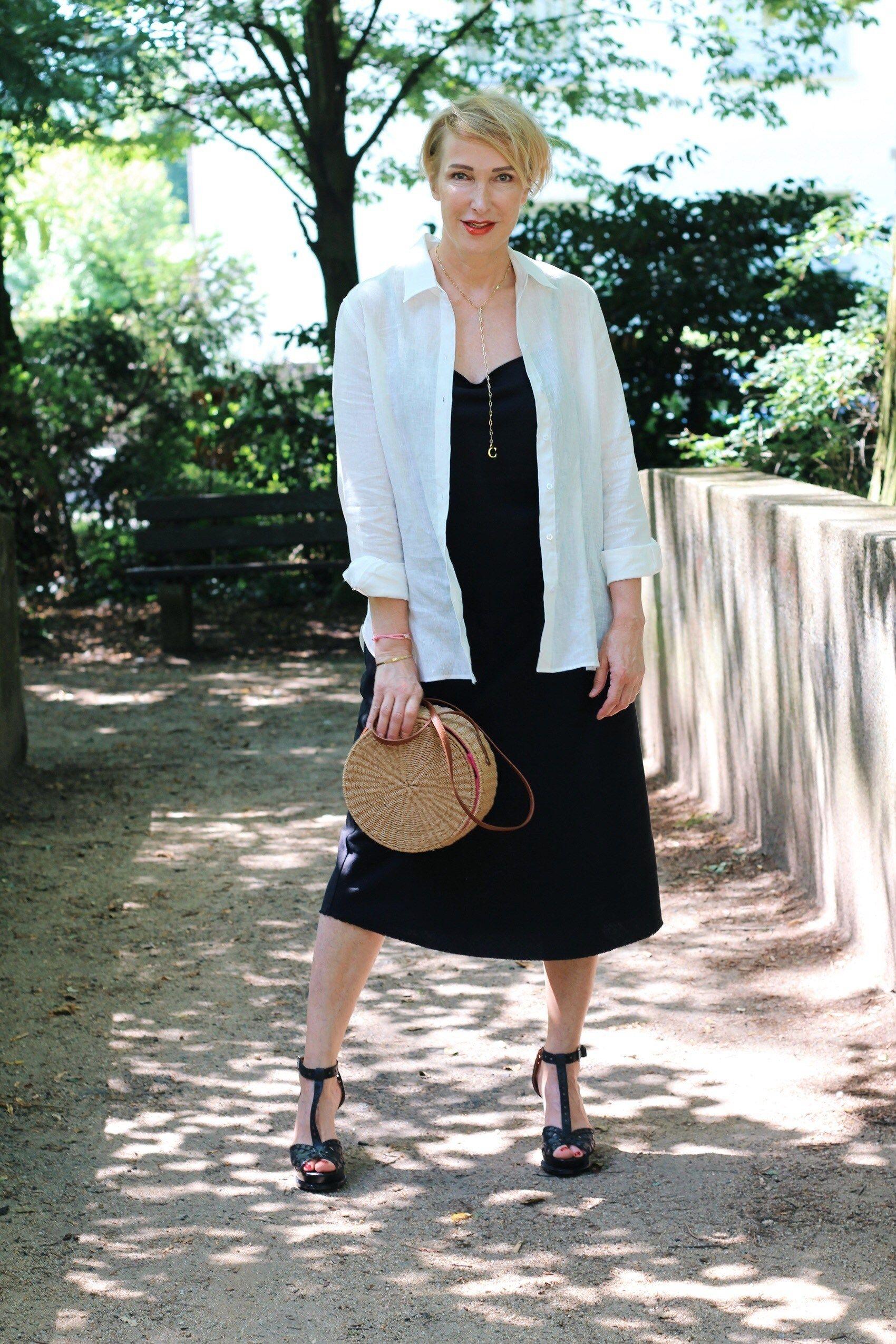 Outfit mit einem unkomplizierten Sommerkleid   Outfit ...
