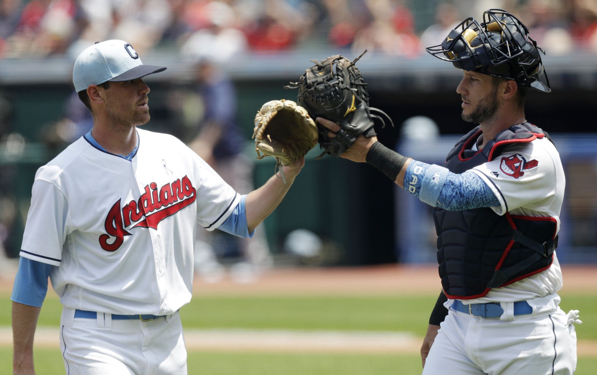 Indians Rookie Bieber Gets First Mlb Win 4 1 Vs Twins Minnesota Twins Cleveland Indians Minnesota Twins Baseball