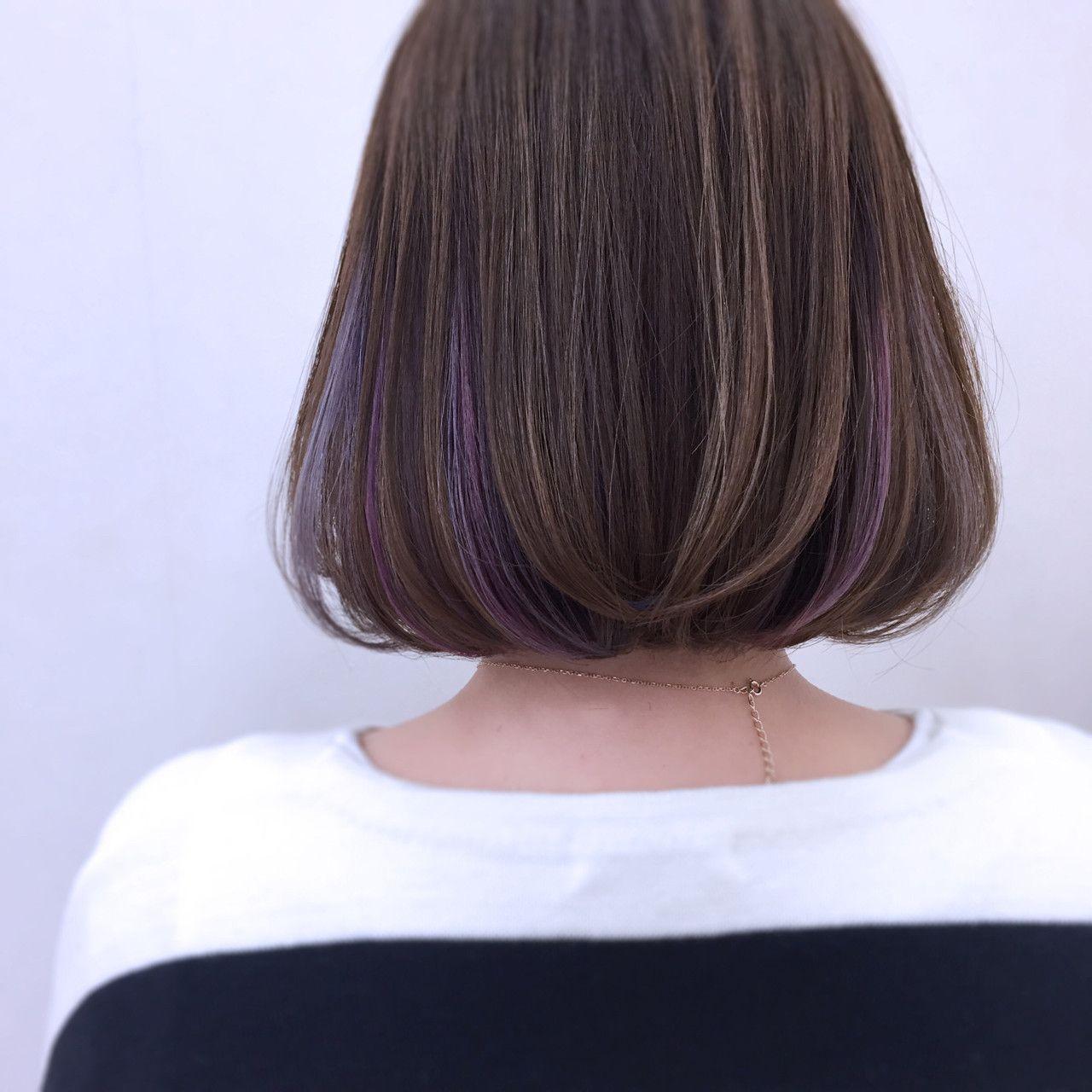 紫のアンサンブルインナーカラー 髪型 女性 髪 色 ヘアスタイル