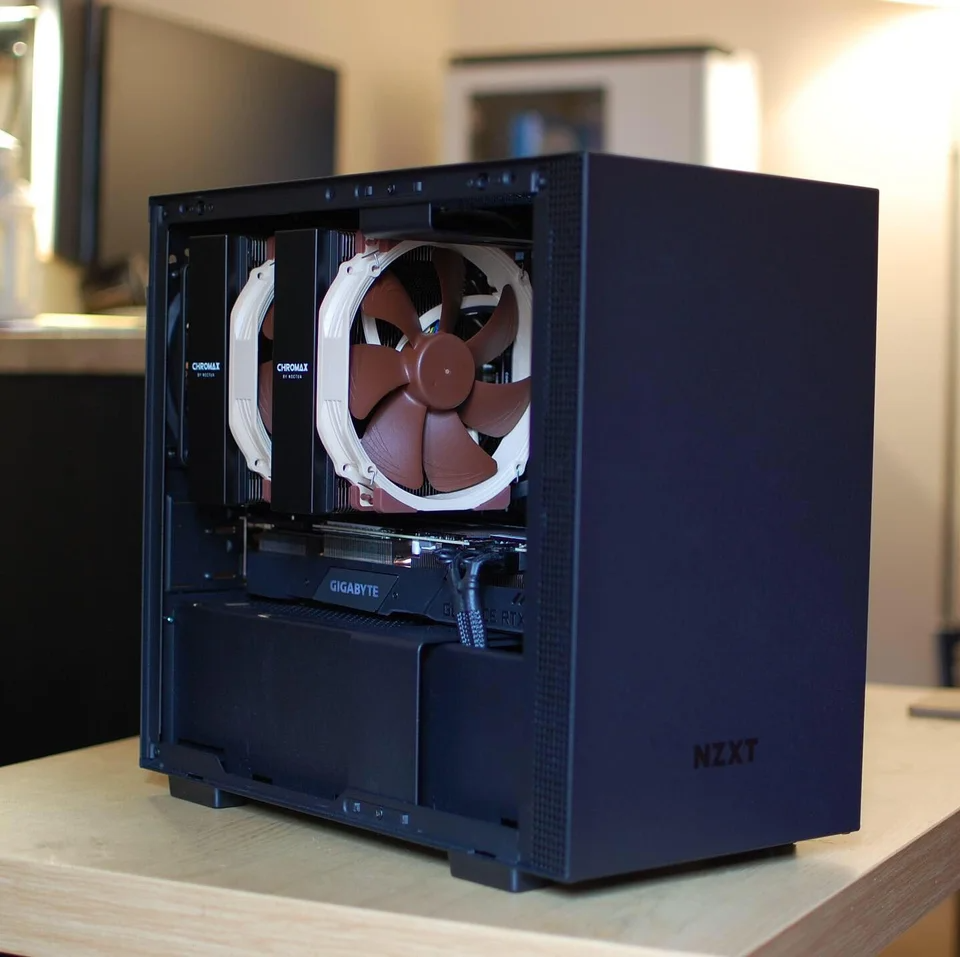 H210 And Noctua Nh D15 Nzxt In 2020 Pc Cases Sff Gaming Setup