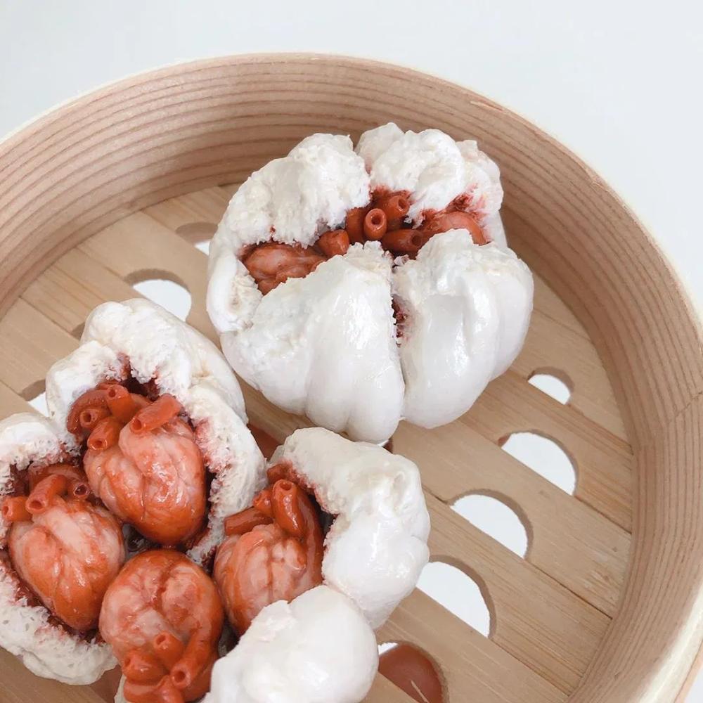 Cette artiste crée des dimsums horrifiques qui semblent renfermer des organes humains