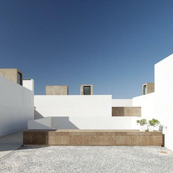 Patio Contemporain: Vora Arquitectura : Villa Extramuros