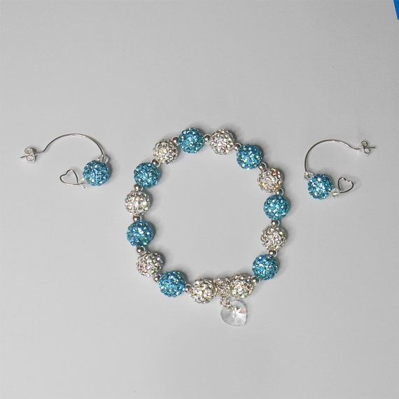 "Blue pearls string. Swarovski crystal silver plate door WonderAshley. Beautiful set consisting of bracelet and earrings. Beautiful bracelet made from a shamballa in blue and silver plate. It is decorated with ""SWAROVSKI Xilion Heart 10mm Crystal"" Circuit is about 17 cm. The earrings are silver plate and decorated with SWAROVSKI bicone 4 mm.  LIMITED EDITION ITEM (ONLY 1 PIECE AVAILABLE!)"