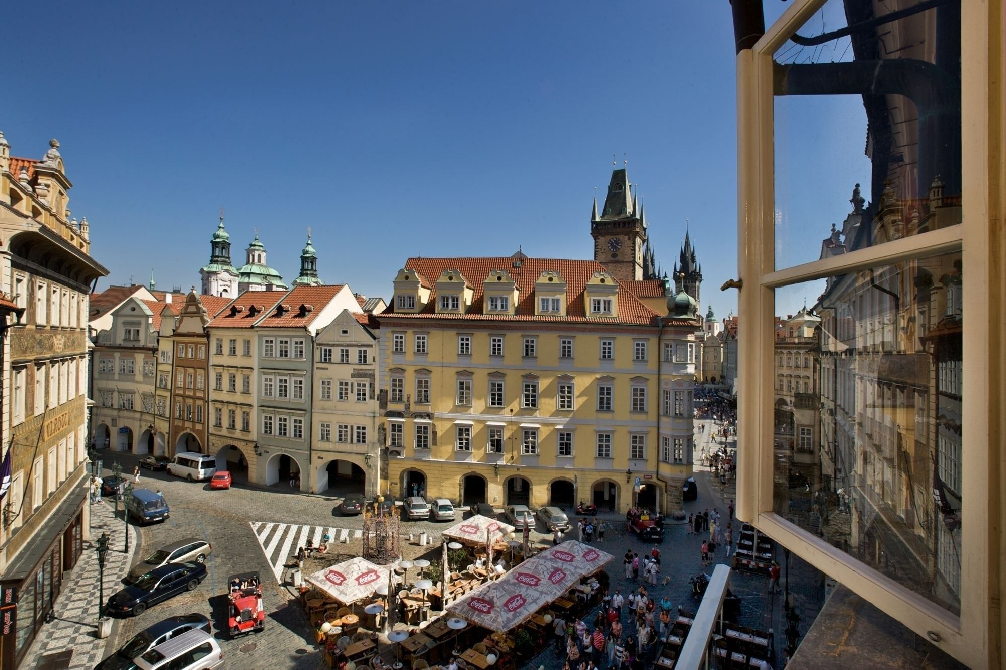 Right Off Of Old Town Square Gorgeous Apartment With Great Views Http Prague Stay Com Accommodation Apartment 32 Gorgeous Apartment Old Town Window View