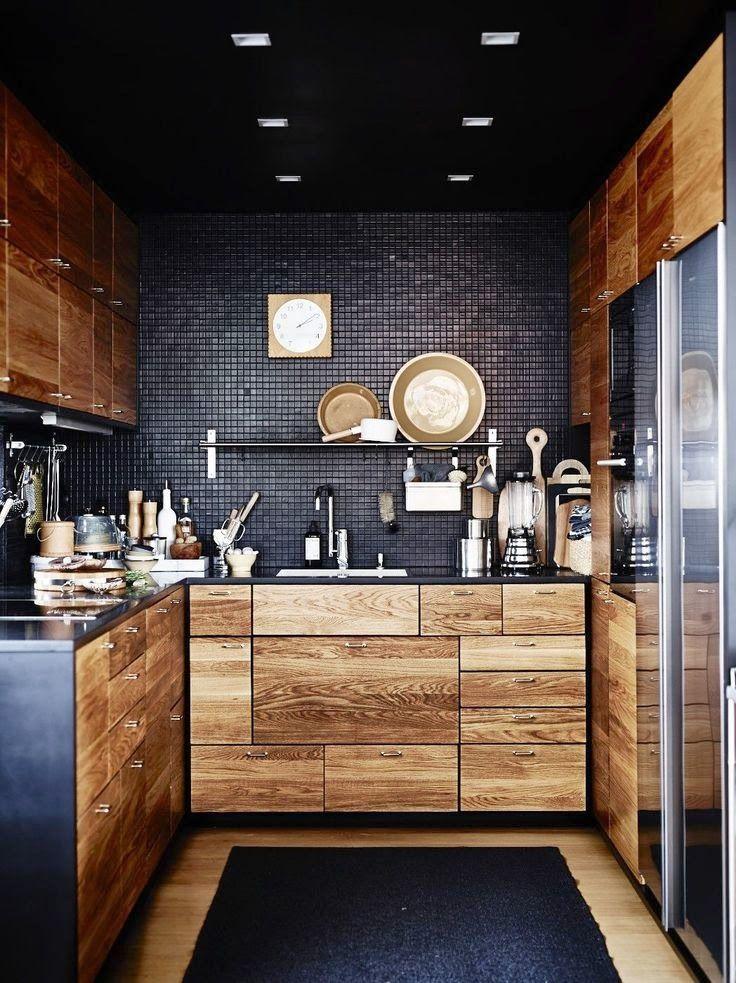 Petite cuisine en noir et bois Decoholic via Nat et nature Kitchen