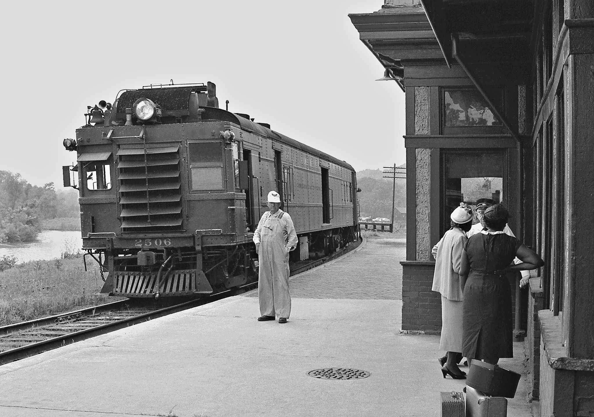 Gmo Louisiana Missouri 1959 Gulf Mobile And Ohio Railroad S Daily Run From Bloomington Illinois To Kansas City With Images Railroad Photography Model Trains Pictures