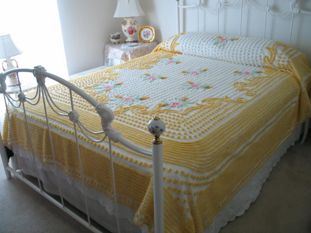 chenille bedspread vintage yellow white pink green floral full or queen gorgeous. Black Bedroom Furniture Sets. Home Design Ideas