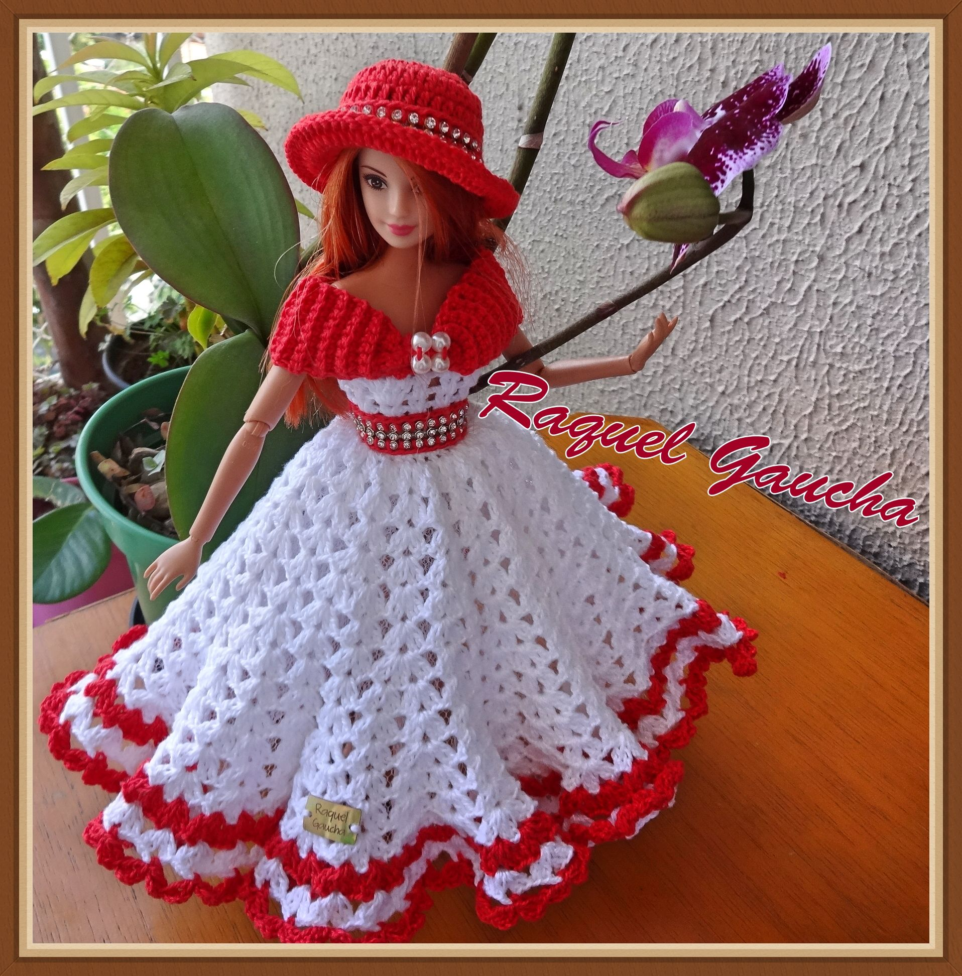 3f7dc6c3d17d #RaquelGaucha #Barbie #Crochet #Doll #Dress #Vestido #Crochê #Chapéu  #Sombrero #Muñeca #Boneca