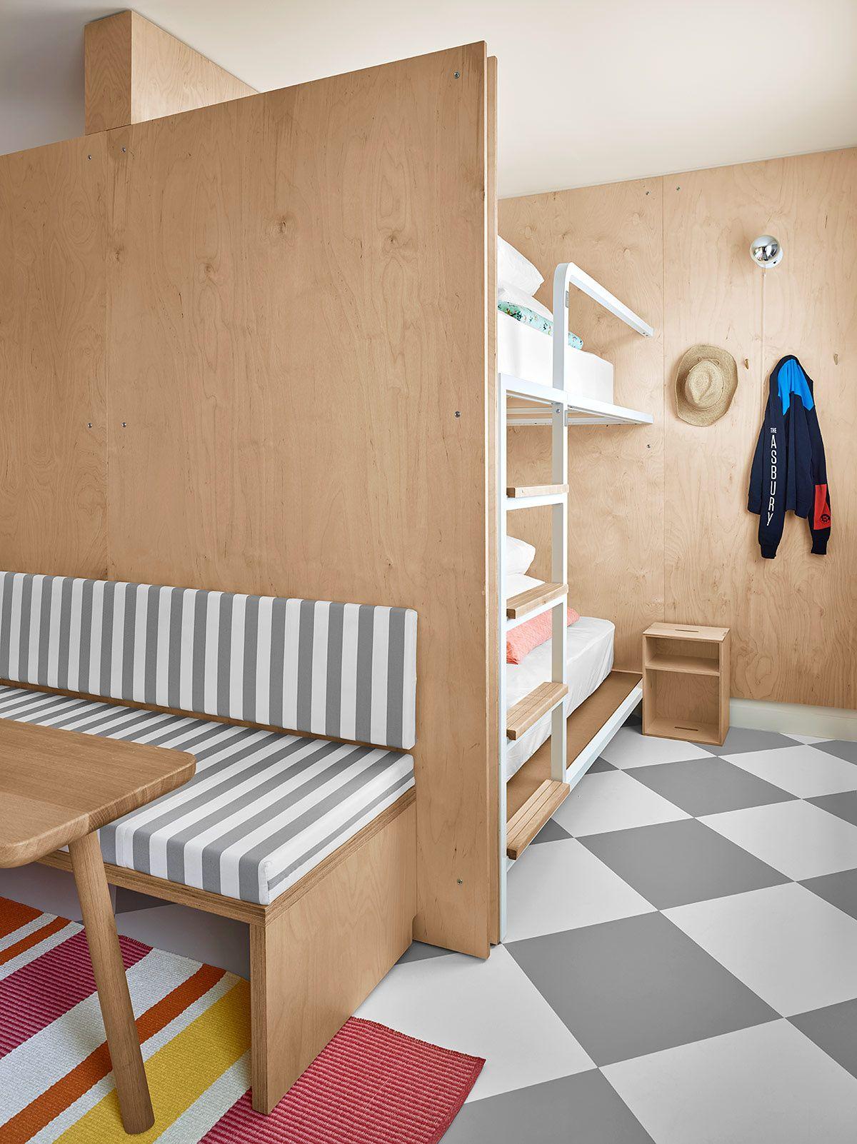 Las habitaciones mantienen un concepto relajado y líneas modernas. | Galería de…