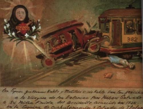blacklungcoat:Retablo retocado por Frida Kahlo en 1940 En 1925, a la edad de 18 años, Frida iba camino de su casa, volviendo de la escuela. El autobús que tomó chocó con un tranvía. Las heridas de Frida fueron gravísimas: se rompió la pelvis y la columna vertebral, además de otras heridas; los doctores no estaban seguros de que pudiera sobrevivir. Frida encontró una pintura votiva (religiosa) que se parecía mucho a un esbozo en lápiz que ella hizo de su accidente. Se parecía tanto a su…