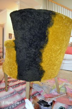 How to Paint Upholstery Fabric--Black Velvet Chair #paintfabric