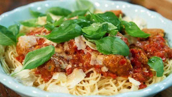 Rezept Italienische Hackbällchen (Polpette) mit Pasta | NDR.de - Ratgeber - Kochen