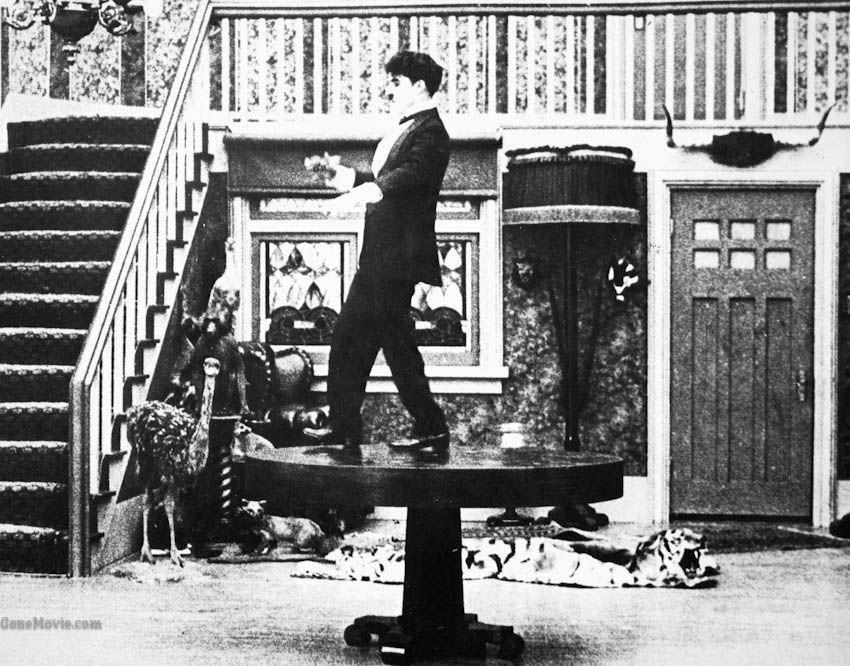 Charlot a la una de la madrugada (One A.M. - Charles Chaplin, 1916)