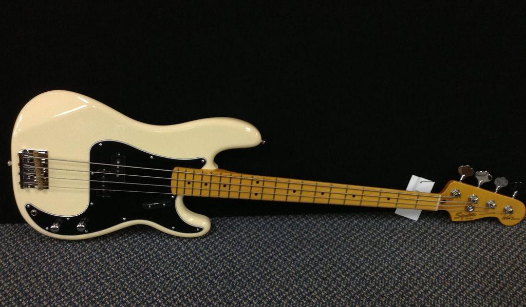 Fender Squier Matt Freeman Precision Bass Vintage White