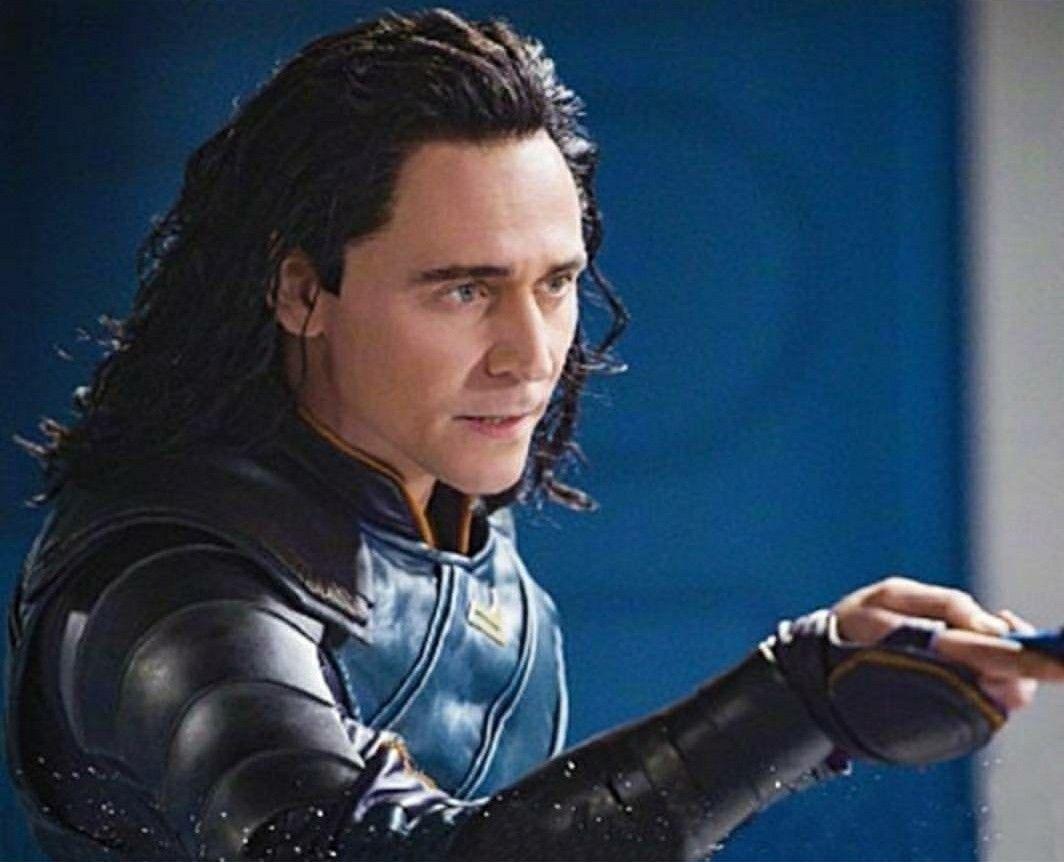 I love Loki's knife fighting in Thor: RAGNAROK  It fits him