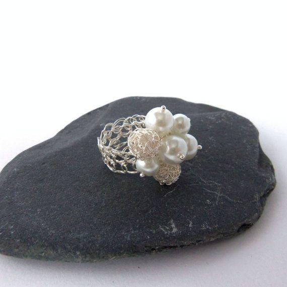 Filo d'argento uncinetto perla e perla anello, anello perla, uncinetto filo anello, anello perla cluster, anello perla bling, uncinetto filo gioielli