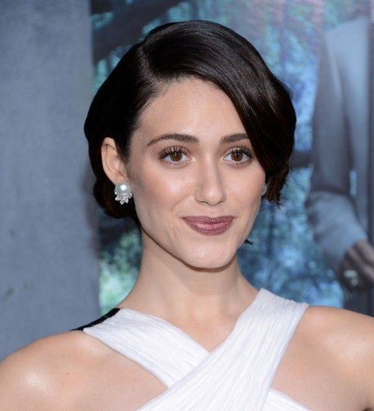 http://www.femalemagazineonline.com/emmy-rossum-photos-at-beautiful-creatures-hollywood-premiere-in-los-angeles.html