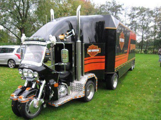 Harley Davidson trailer and bike