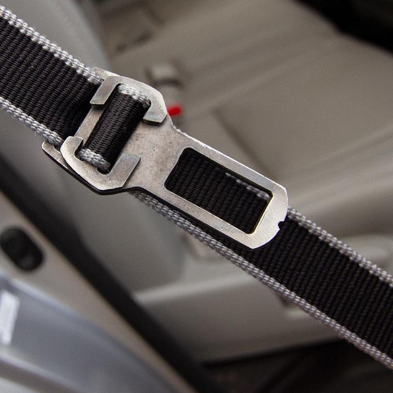 Convierte La Correa De Tu Perro En Cinturón De Seguridad Para El Auto Con Este Innovador Aditamento Conoce Este Y Otros Losing A Dog Dog Seat Belt Seat Belt