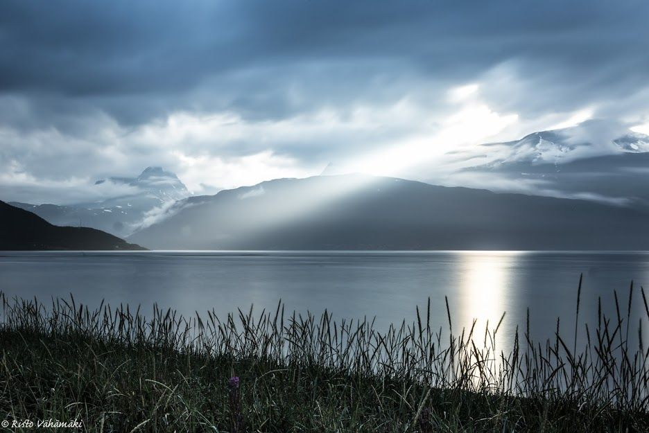 Grandeur © Rito Vähämäki #landscape #paysage #seascape #mountains #montagne #nature #photography #grandiose #stunning #blue #sea #sky #ciel #nuage #clouds