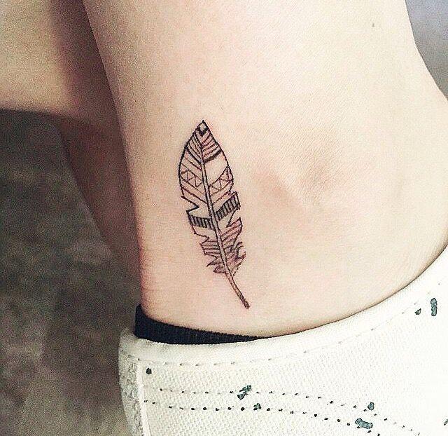Pluma Tattoo Tatuajes De Plumas Tatuaje De Plumas Disenos De Tatuajes En El Tobillo