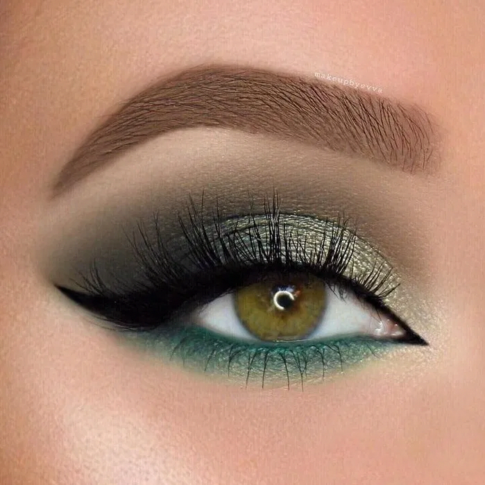 123 Glam Makeup Ideas For Christmas Page 40 Bloganisa Online Eyemakeup Eye Makeup Gold Eye Makeup Blue Eye Makeup