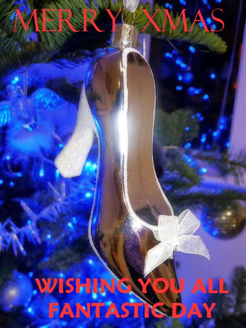 Wishing you all a very merry xmas from everyone at www.shoesdays.co.uk :)