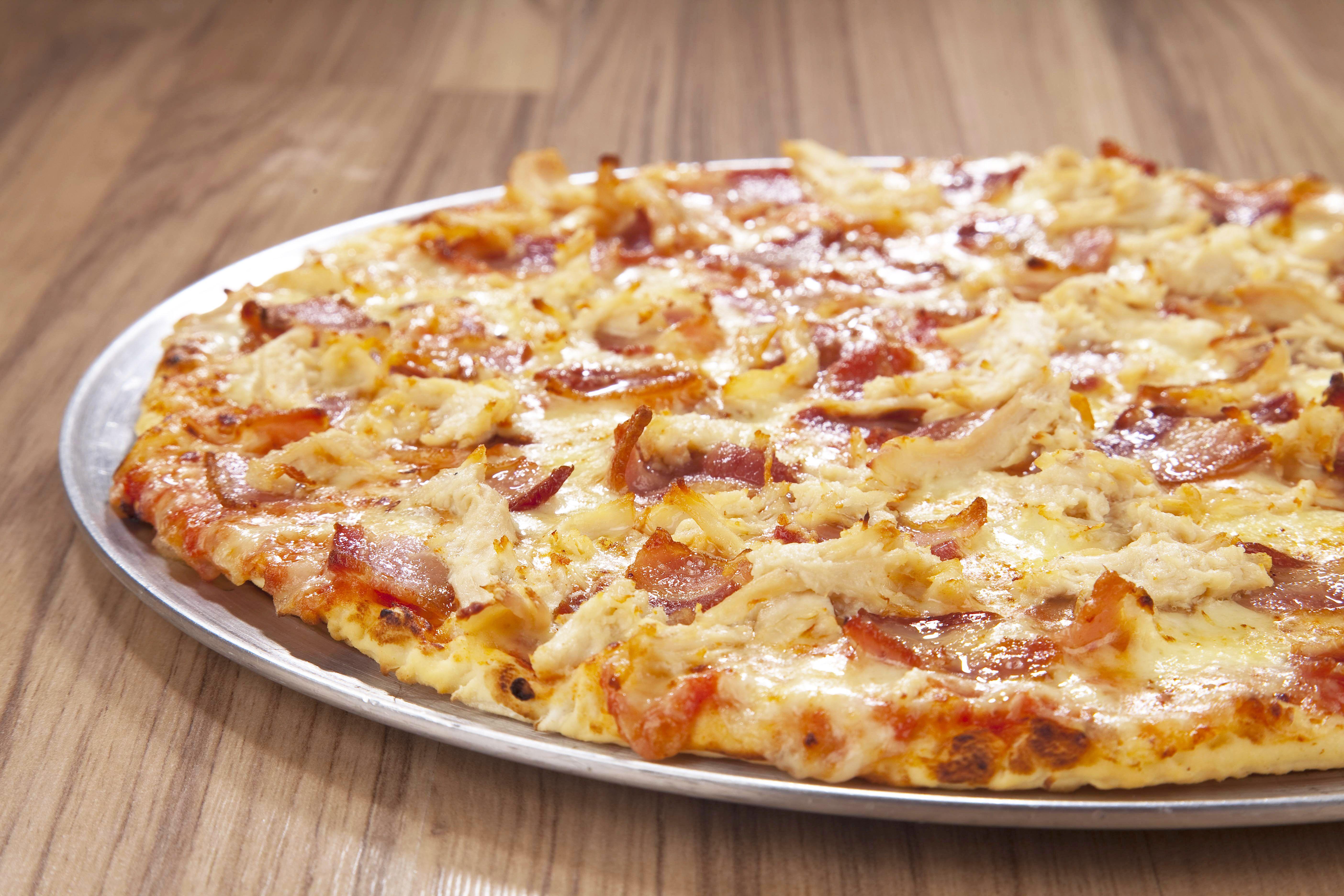 pizza de Pollo con Tocineta