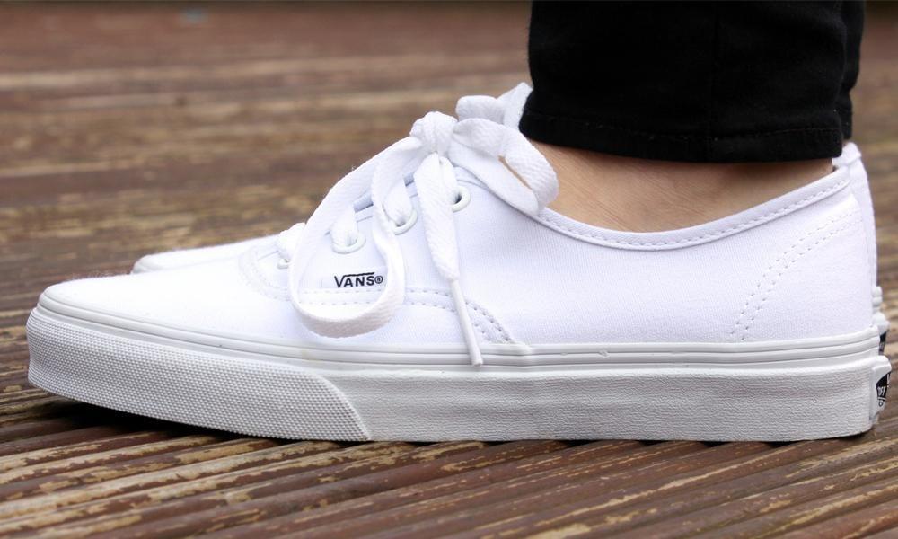 Lavar los tenis blancos Vans de tela sin que queden amarillos o con  manchas 61324db1d62