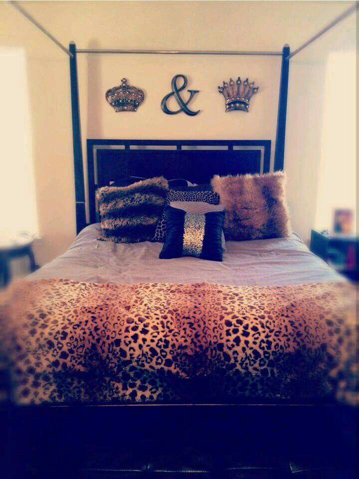 King And Queen Wall Decor this looks just like my room except my back wall is black