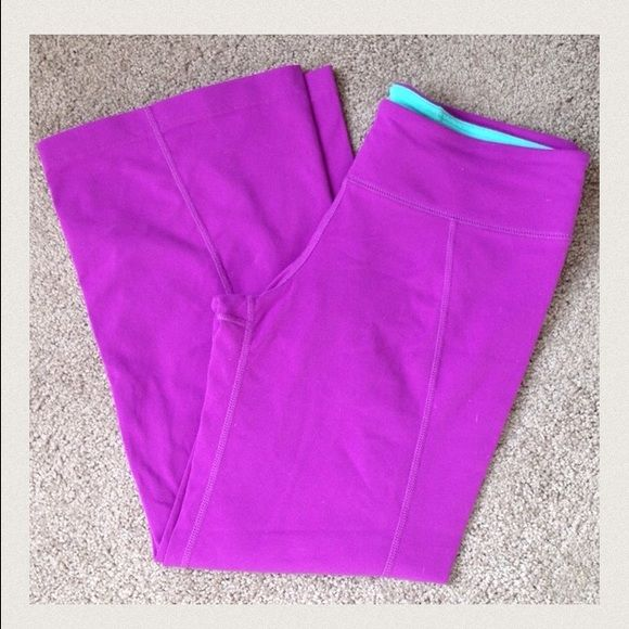 Cropped workout pant Purple Zobha workout pant size 6. These are a cropped length and flare slightly at the knee. In great condition! Zobha Pants