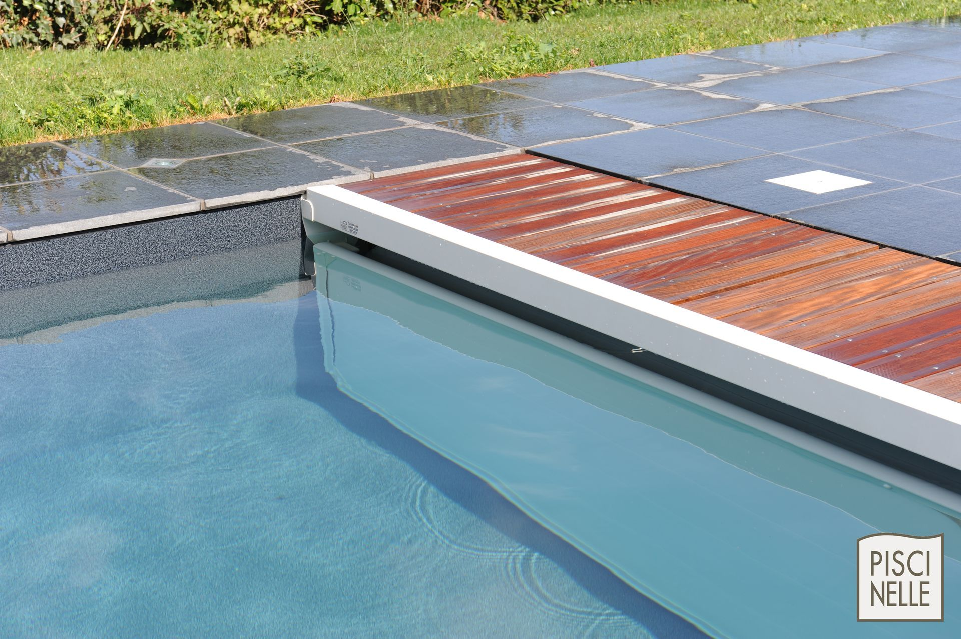 Couverture securite piscine beautiful with couverture for Cash piscine grenoble