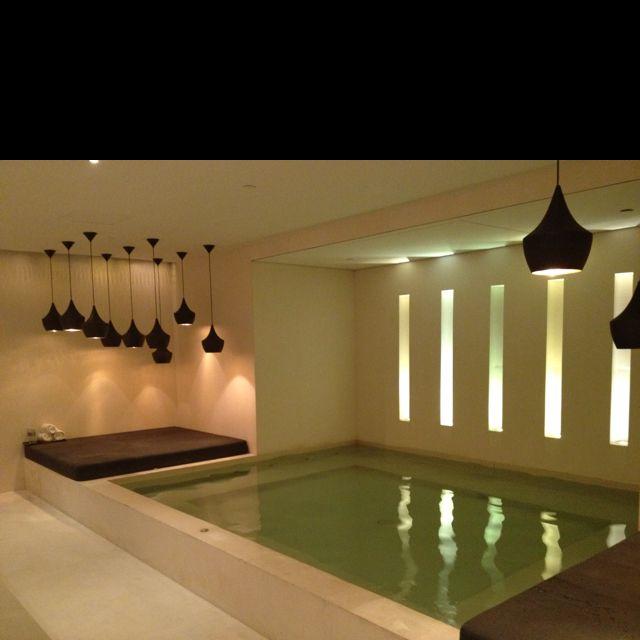 Indoor jacuzzi with pendant lighting spa rabat selection deco spa - Ideas iluminacion salon ...