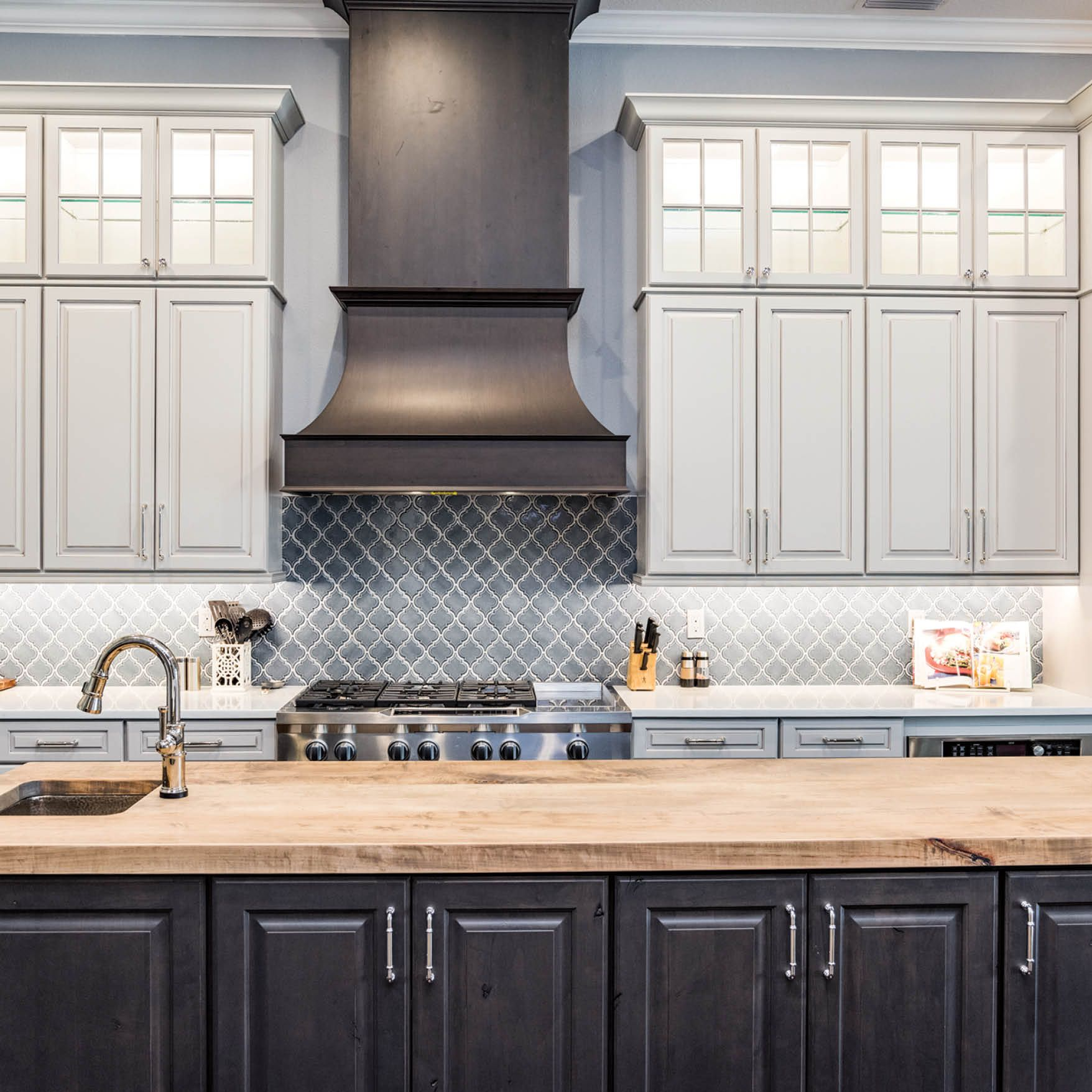 Traditional Design For Modern Kitchens Using 660 Painted Ember Glaze And Cherry Slate Kristen L Complete Kitchens Modern Contemporary Kitchen Kitchen Remodel