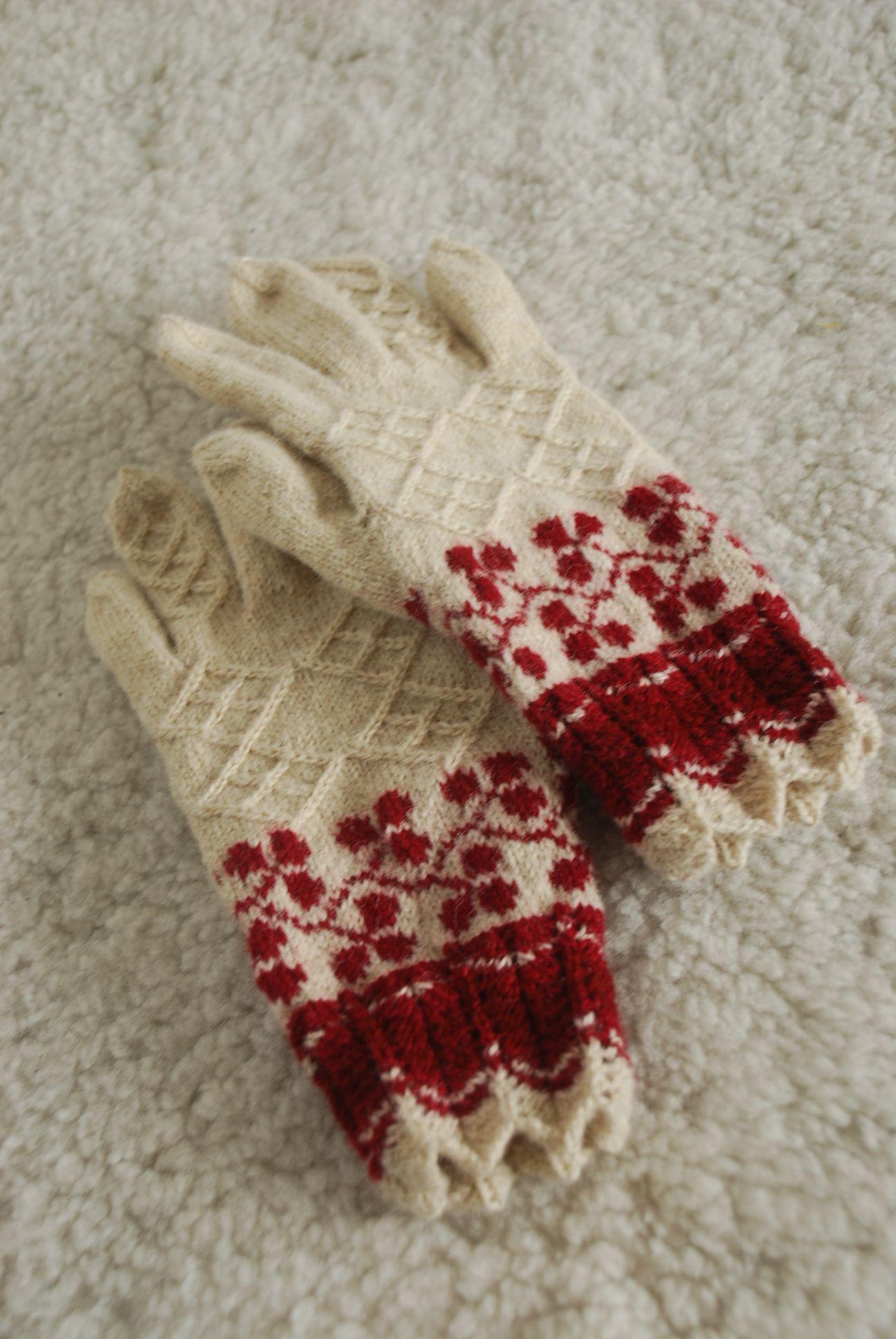 maasikalehekirjaga sõrmikud | Knit//Crochet | Pinterest | Guantes