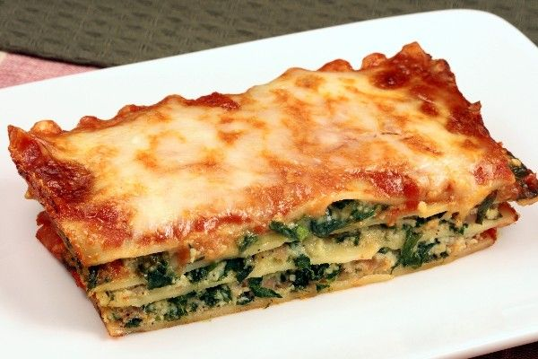 Simple Spinach Lasagna Layers Of Noodles Spinach A Cottage Cheese Mozzarella Parmesan Mixture Covered In Food Recipes Cooking Recipes Vegetarian Dishes