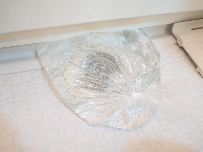 お風呂の床掃除 オキシ漬けのためにしっかり排水口を塞ぐ方法 オキシクリーン お風呂 床掃除 水口