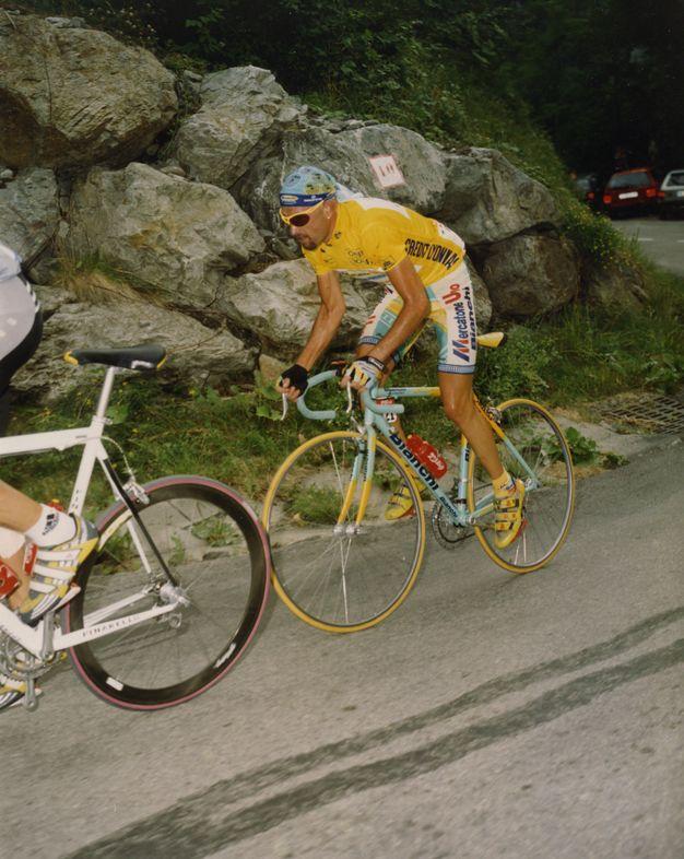 Marco Pantani de amarillo en 1998 Tour de France | Grandes del ...