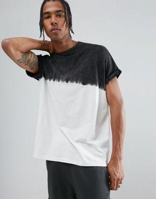 55fc282c55531 Compra Camiseta larga y extragrande con mangas con vuelta y diseño teñido  con lavado ácido de ASOS en ASOS. Descubre la moda online.