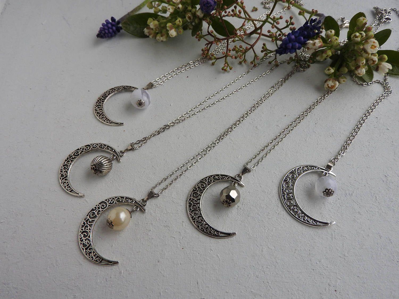 Chaine Croissant De Lune Collier Maxi Charms Et Perle Argentee Pendentif Lune En Metal Martele Wicca Silver Bead Necklace Fashion Necklace White Beads