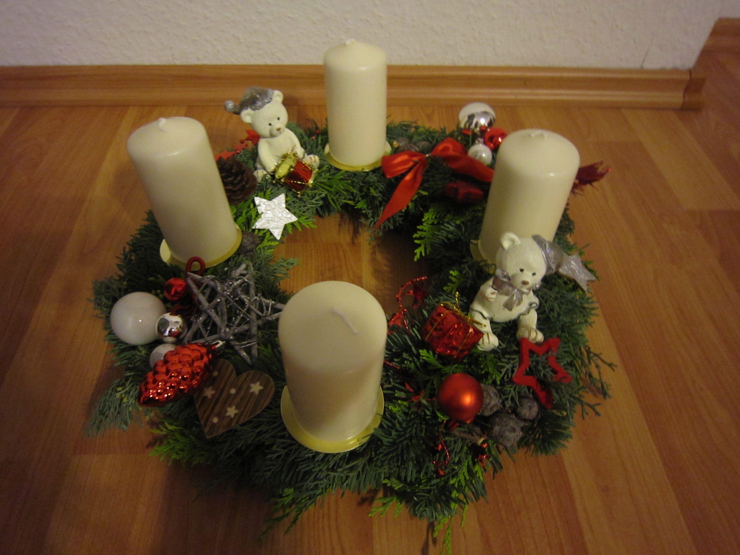 adventskranz weihnachtskranz wei rot mit eisb ren x mas deko pinterest. Black Bedroom Furniture Sets. Home Design Ideas