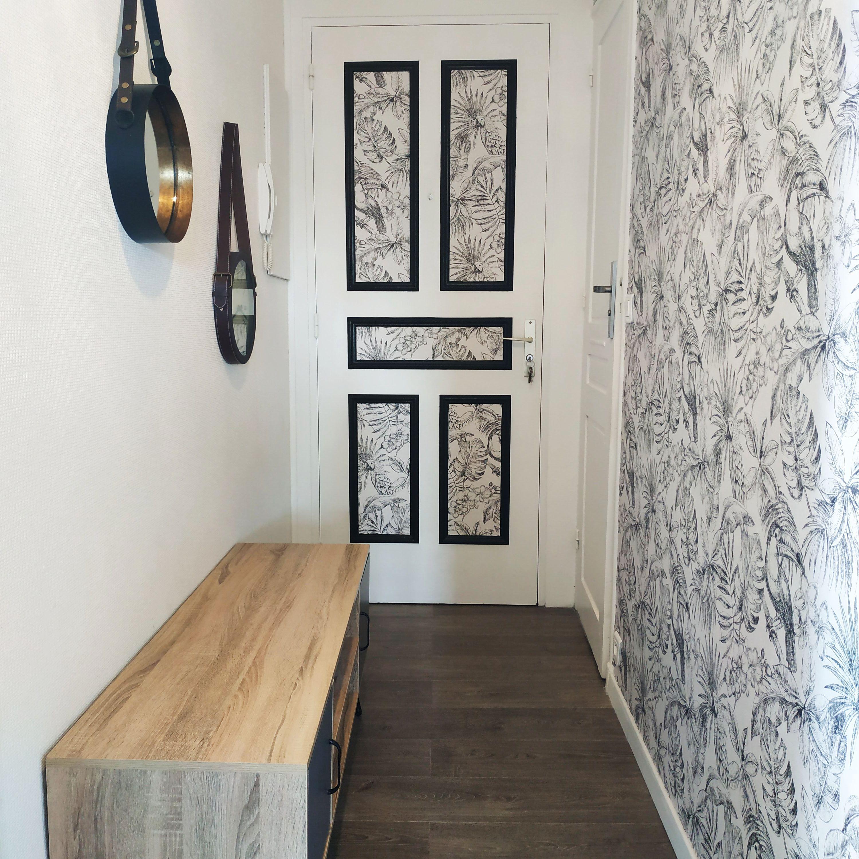 Pour Donner Du Caractere A Ce Couloir Etroit Nous Avons Opte Un Papier Peint Original Et Exotique Af Decoration Entree Couloir Papier Peint Couloir Idee Deco