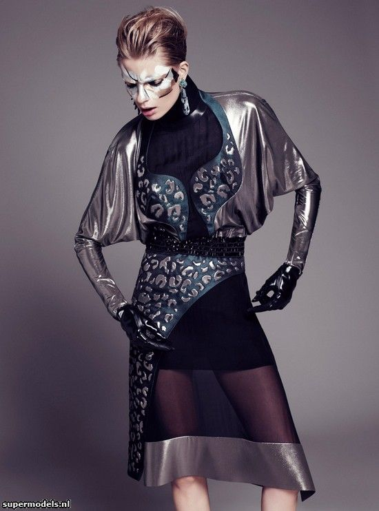 Julia Stegner in 'The Trends' - Photographed by Paola Kudacki (Harper's Bazaar UK August 2012)    Complete shoot after the click...