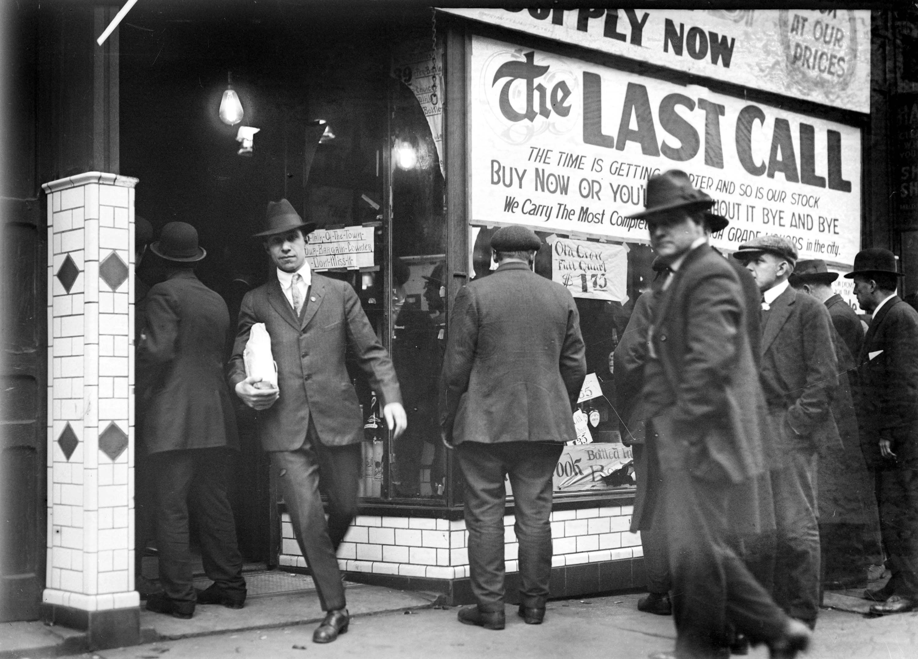 Image result for prohibition takes effects in 1920s america