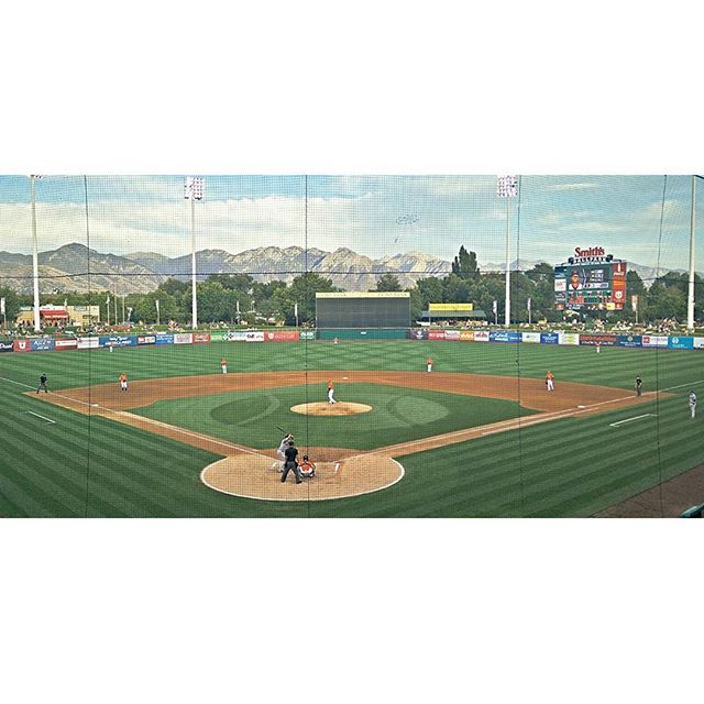 Catching the @saltlakebees w/ @alyna167 for #throwback night at the most breathtaking sports venue in the country